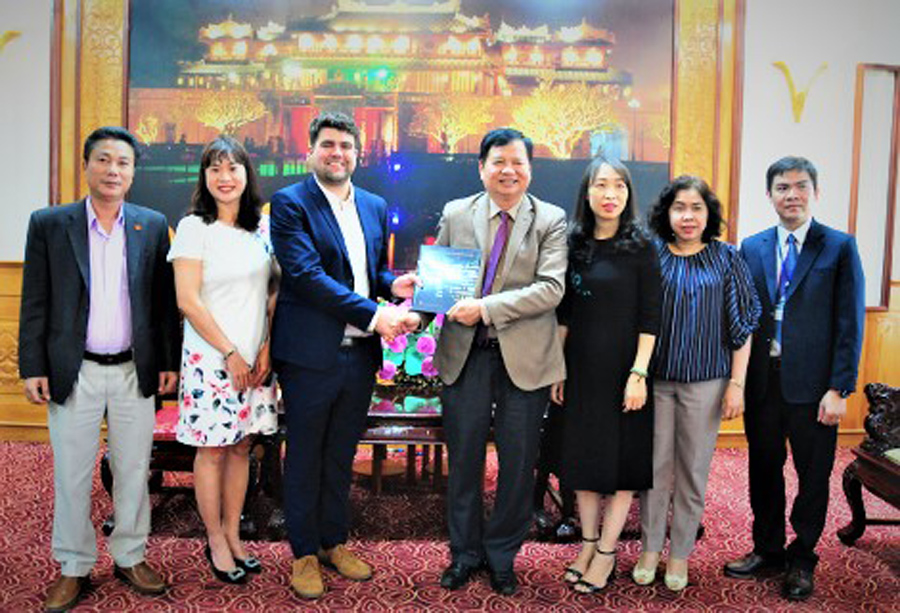 Hue Help meets with Thua Thien Hue People Committee and authorities in Hue